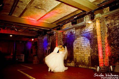 Hochzeit tief im Weinkeller