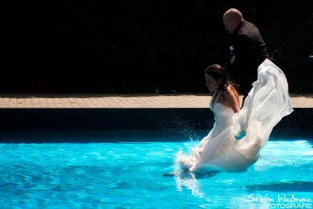 Hochzeitsshooting im Schwimmbad